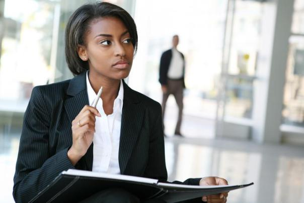 10-practical-travel-tips-black-business-lady